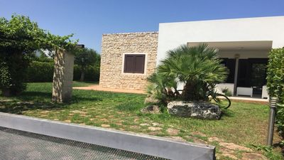 Photo for Villa with Garden and Air conditioning: Holiday in residence at the Sea, Puglia
