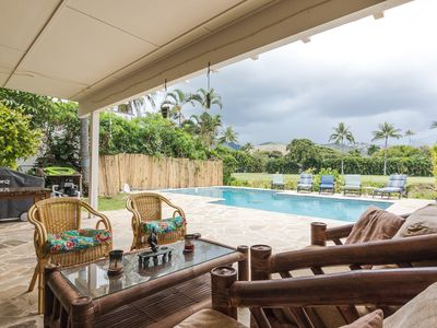 House with pool close to Beach in Kahala