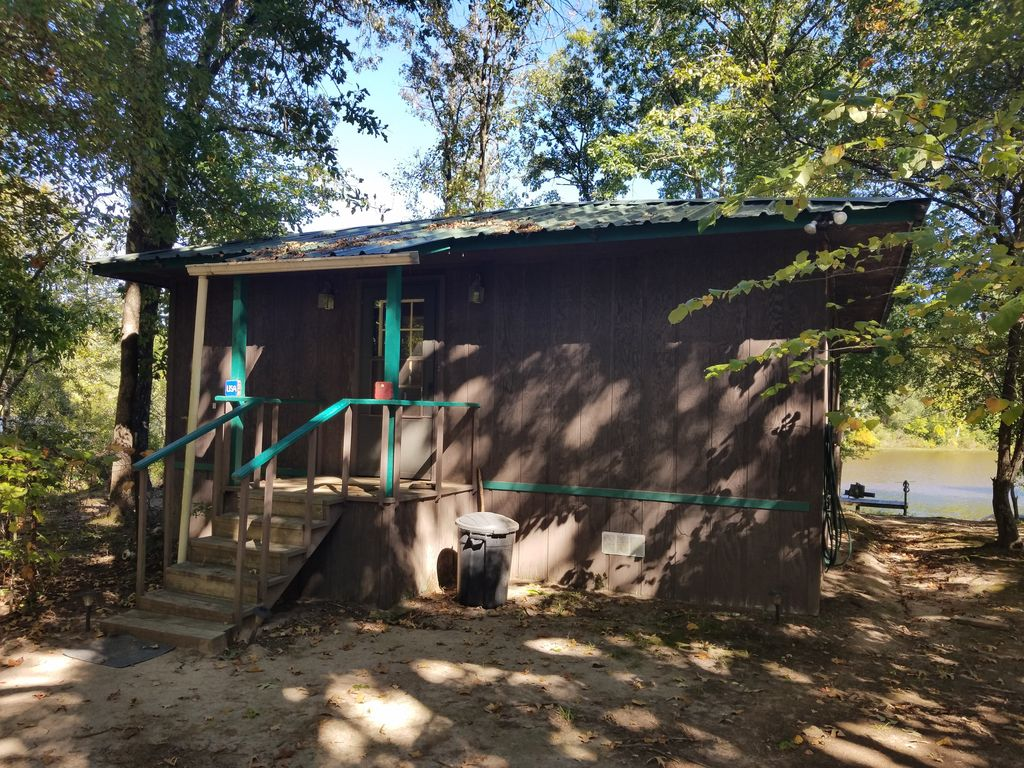 Secluded east texas cottage on private lake in peaceful for Lake cabin rentals near dallas