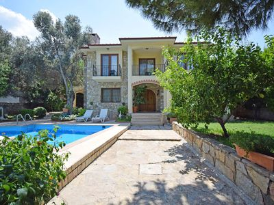 Photo for Stunning, centrally located, 4 bedroom, 3 batroom, private villa