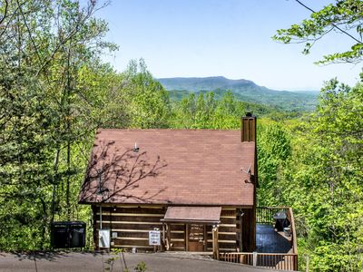 Photo for Pet-Friendly cabin with loft, jetted-tub, covered deck, and free passes to local attractions.