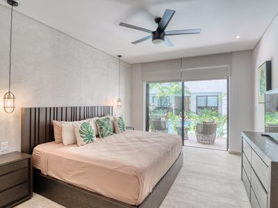 Photo for Modern studio in quiet area w/ shared pool, gym, and rooftop rainforest views!