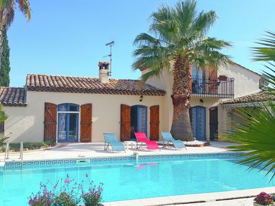 Photo for Well-maintained Provençal holiday home with private swimming pool and outdoor kitchen