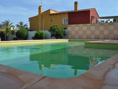 Photo for Villa with private pool, 12 people! 400 m from the beach