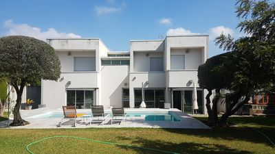 Photo for Villa with garden and pool 10 minutes from Seville.