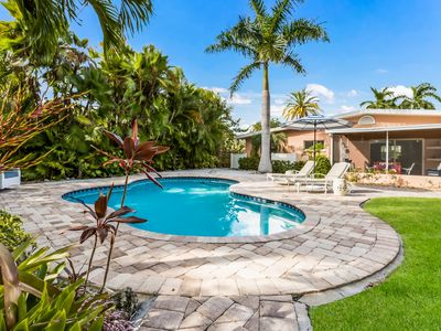 Love Shack: Canal Front w/Private Dock, Heated Pool, 3 Blocks to the Beach