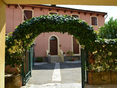 Photo for Verona up to you - App. Courtyard with garden and parking space (max 1.90)