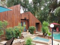 Cabin in the woods look-a-like, with a pool AND hot tub!!