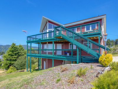 Photo for Bright, modern studio w/ ocean view, short drive to the beach!