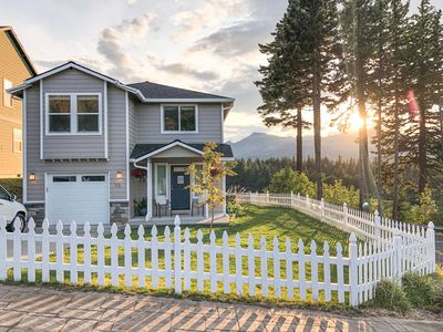 Photo for Cozy & Modern Cottage in the Heart of the Gorge