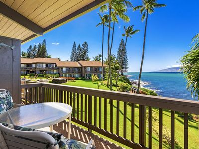 Photo for Unobstructed Pacific Ocean, Lanai and Molokai views, steps to the water!