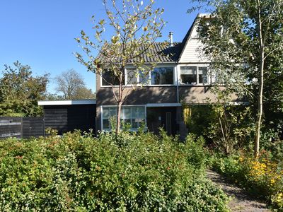 Photo for Lovely end-of-terrace house with garden on the edge of artists' village Bergen