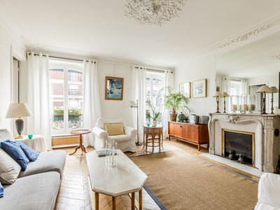 Photo for Park Monceau / 100m2 / 4rooms / 2bedrooms / 2bathrooms / equipped kitchen / Parisian charm