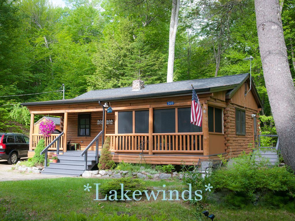 Sweet log cabin on phillips lake at lucerne vrbo for Cabin rentals in maine with hot tub