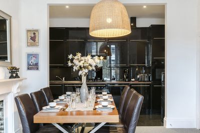 Dining for up to six guests