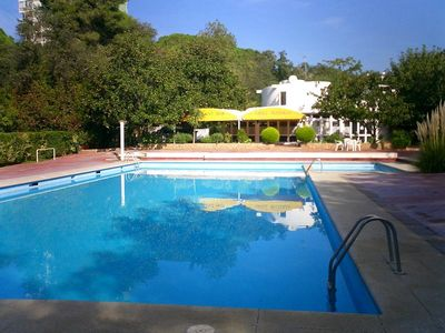 Swimming pool-bar-restaurant 150 m from the apartment. Free access to the pool.