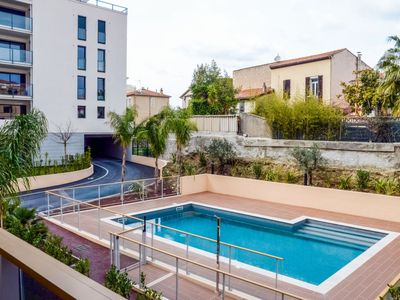 Photo for One bedroom Apartment, sleeps 2 in Cannes with Pool, Air Con and WiFi