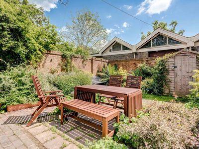Photo for A Beautiful Cottage set in the heart of Alexandra park