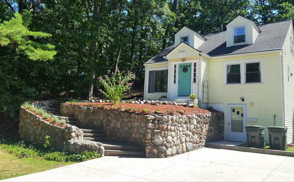 4 bd steps to lakes michigan and muskegon l homeaway for Muskegon cabin rentals