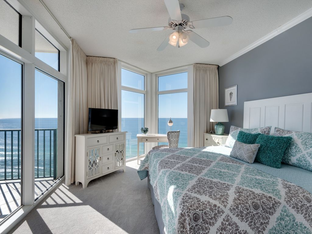 Beachfront King Master Bedroom.