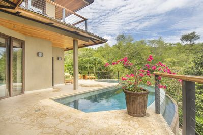 Featuring a lovely patio with a pool looking out on the tropical scenery, this beautiful vacation rental home that was used on a trip during The Bachelor Canada promises a rejuvenating retreat!