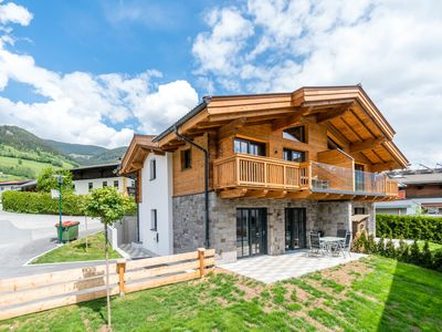Photo for Luxurious chalet with its own sauna, sunny location near Kaprun and Zell am See
