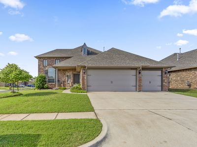 Spacious family home near airport and downtown OKC