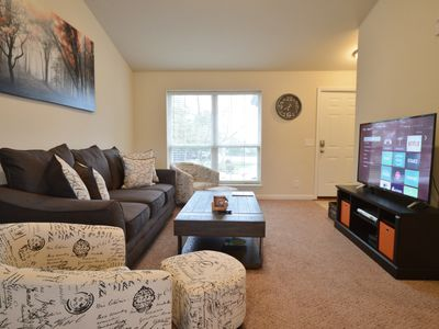 Lovely condo fully remodeled just minutes from West Port Plaza