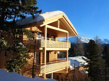 Beautiful, luxurious four bedroom ski chalet, 1800m altitude with stunning views