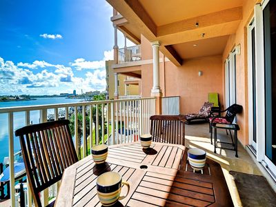 Balcony overlooks the waters of Clearwater Harbor