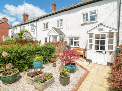 Photo for MEADOW VIEW COTTAGE, pet friendly in Lympstone, Ref 1002967