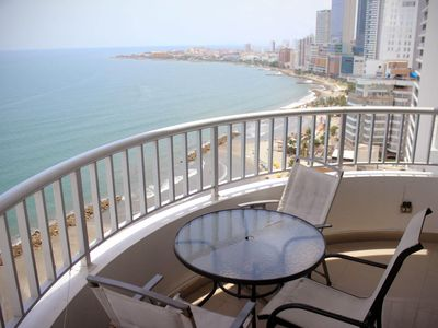 Photo for Comfortable and spacious two-bedroom apartment with sea view