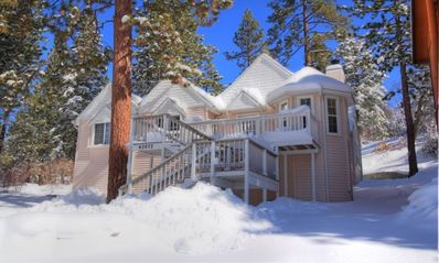 Moonridge Chalet: Family Retreat w/ Foosball, Ultra-Fast WiFi & EV Charging!