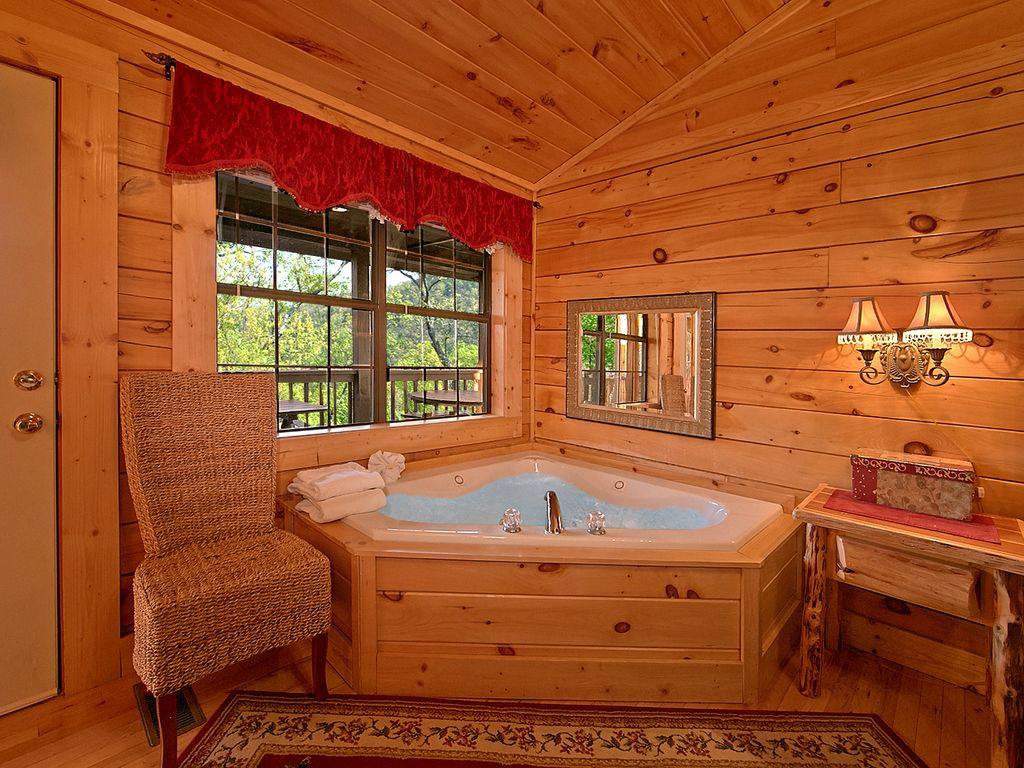 Jacuzzi   This Luxury Cabin Rental Has Everything Your Family Or Group Of  Friends Could Ever