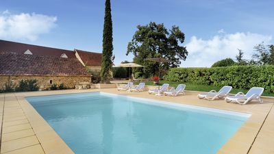 Photo for Charming 2 bedroom cottage with pool & views, near Sarlat-la Caneda