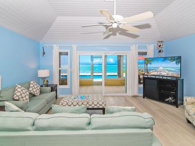 Thatch Hill: Snorkeling Haven in Rum Point w/ Oceanside Pool & Screened Porch