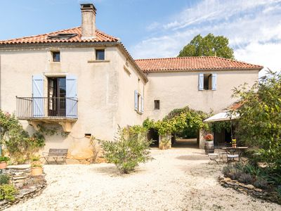 Photo for Beautiful and cosy French country house with private pool near Puy L'Eveque.