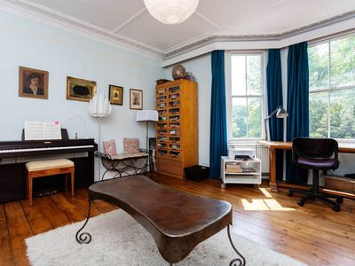 Photo for Beautiful home for 7 in Hampstead, reaching King's Cross in 15 minutes (Veeve)