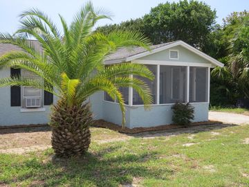 2 BR Cottage - Sleeps 6 - Gated Access to Beautiful Private Beach
