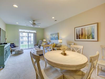 19708 Chelmer Dr, Sleeps 6, Stunning Décor, 2 Community Pools and Tennis Court, only 1.5 miles to Beach and Boardwalk.  Ride your Bike or take a stroll into town. ** Includes Sheets & Towels in 2020 ** Includes 1 RB City Parking Hangtag