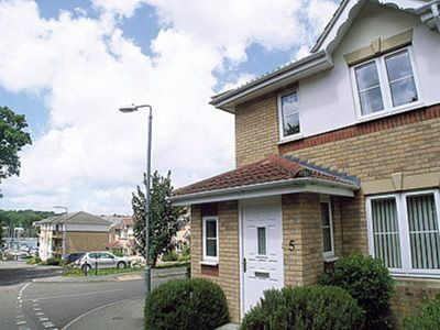 Photo for 3 bedroom property in Cowes. Pet friendly.