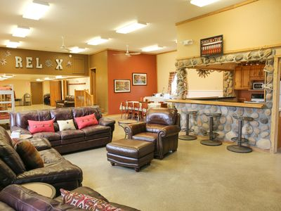 JAN'S RV PARK & LODGE, LEEDS ND Large Cozy Lodge * Sleeps 14 * Near DEVILS LAKE