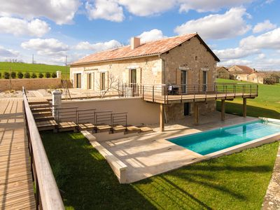 Photo for Very luxurious villa with heated swimming pool and hottub.