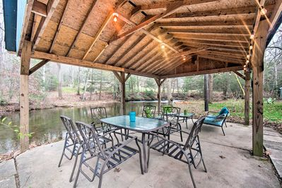 Up to 8 guests will have access to the furnished pavilion and 4 kayaks!