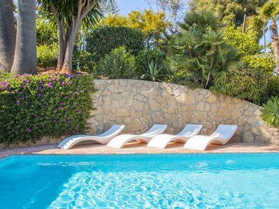 Photo for Villa with absolute charms: airco, private pool, 10 pers, privacy preserved!