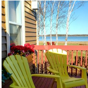 Secluded 3 bedroom, 2 bath beach house just 20 steps to the red sand  beach.