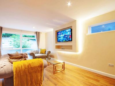 Photo for Luxury 3 Bed City-Centre House In The Park Estate + Free Parking
