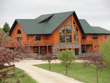 Serenity Valley: Beautiful cabin in peaceful countryside near Decorah