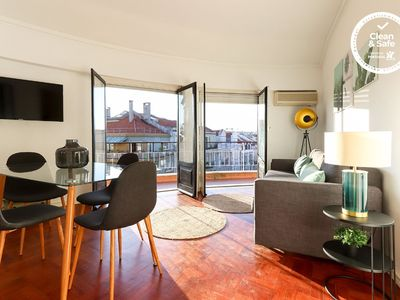 Photo for Bright apartment for 6 persons and well located. Close by Av. Liberdade.