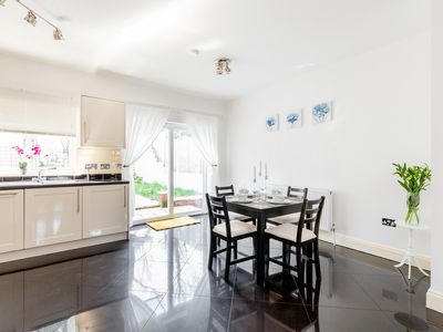 Photo for 2 double bedroom Serviced house, London